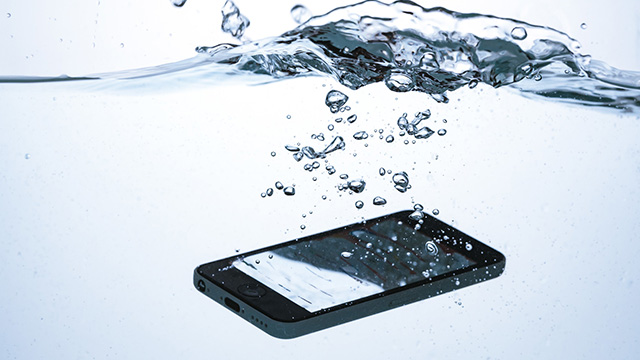 壊れたスマートフォンのイメージ